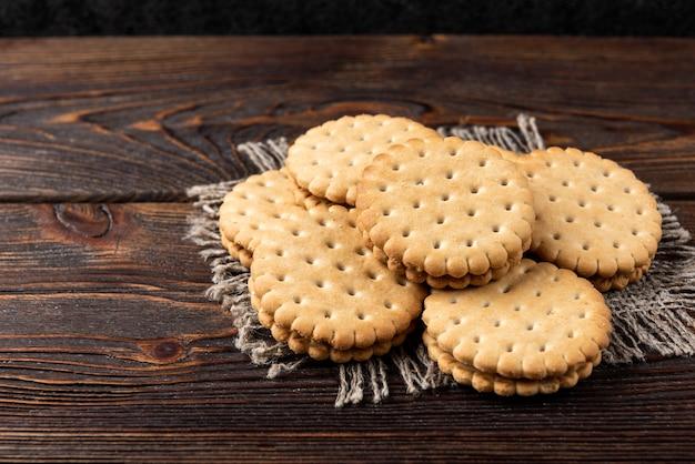 Biscoitos com recheio de leite