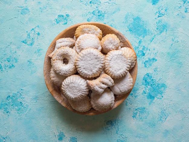 Biscoitos da festa islâmica de el fitr. doces do ramadã. biscoitos egípcios