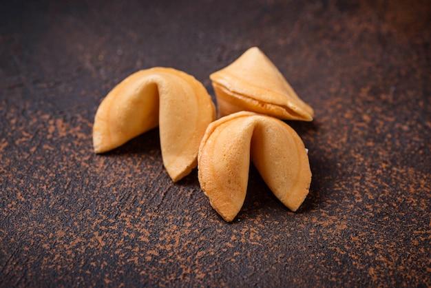 Biscoitos da sorte chineses tradicionais com previsão
