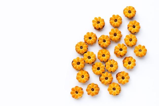 Biscoitos de abacaxi isolados na superfície branca