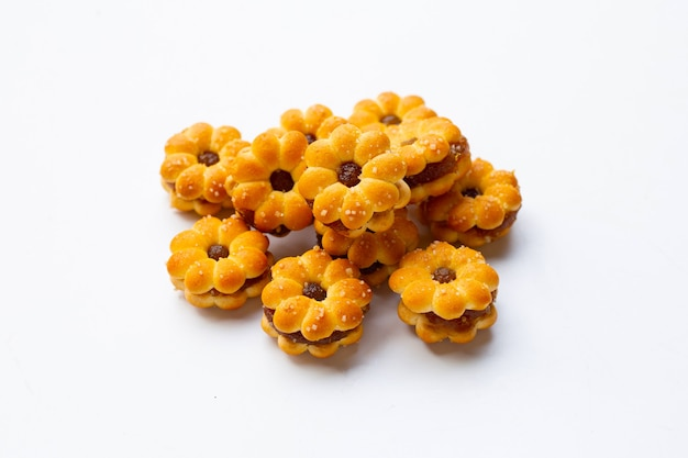 Biscoitos de abacaxi isolados no branco