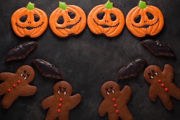 Biscoitos de abóbora e morcegos de halloween.