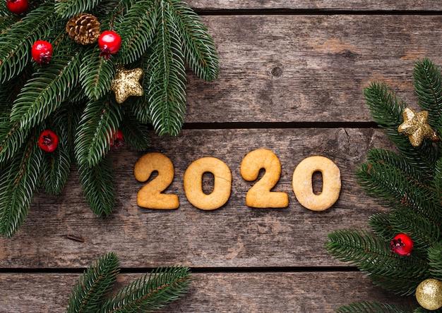 Biscoitos de ano novo em forma 2020