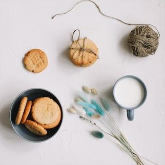 Biscoitos de aveia artesanais. biscoitos recém-assados tradicionais. conceito de junkfood, culinária, panificação e alimentação.
