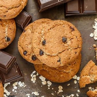 Biscoitos de aveia caseiro de trigo integral com pedaços de abóbora e chocolate