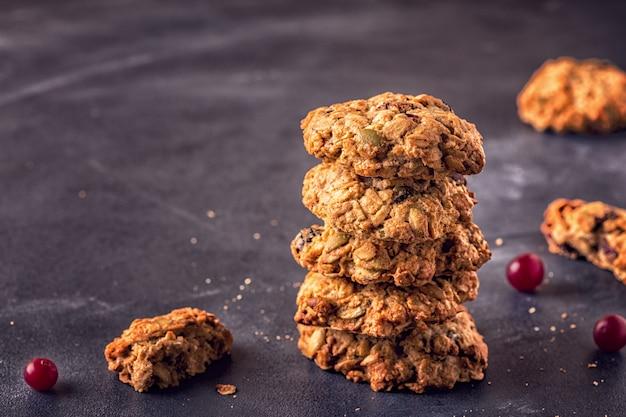 Biscoitos de aveia caseiros com cranberries