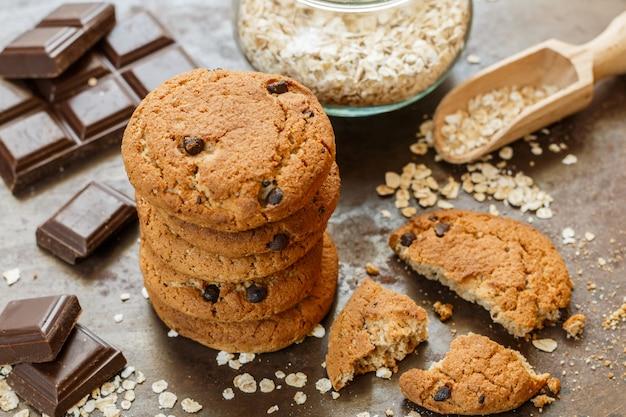 Biscoitos de aveia caseiros com lascas de chocolate