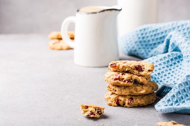 Biscoitos de aveia com passas e cranberries