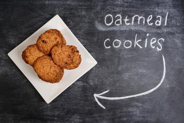 Biscoitos de aveia doce no prato