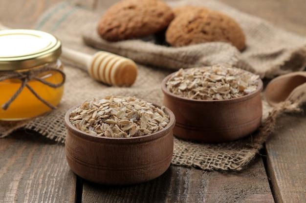Biscoitos de aveia, mel e aveia secos