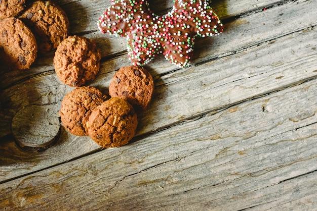Biscoitos de chocolate e outros doces para as crianças de férias.