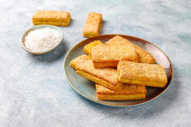 Biscoitos de coco caseiros deliciosos.
