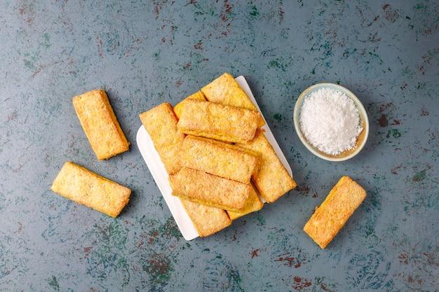 Biscoitos de coco caseiros deliciosos. Foto gratuita