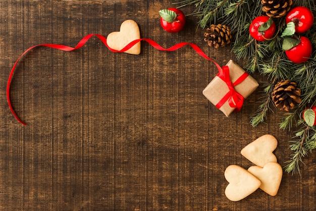 Biscoitos de coração com caixa de presente pequena