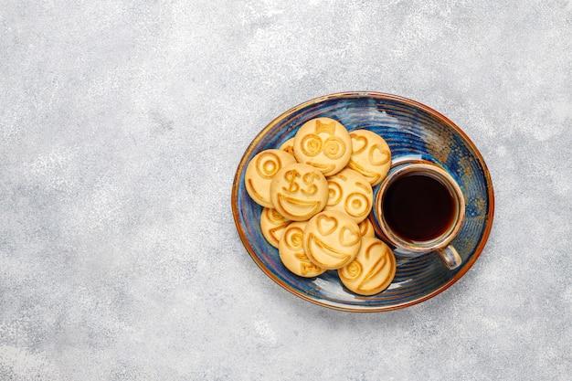 Biscoitos de emoção diferente engraçado, sorridentes e tristes cookies