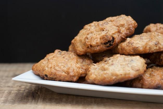 Biscoitos de farinha de aveia caseiros, sobremesa saudável.