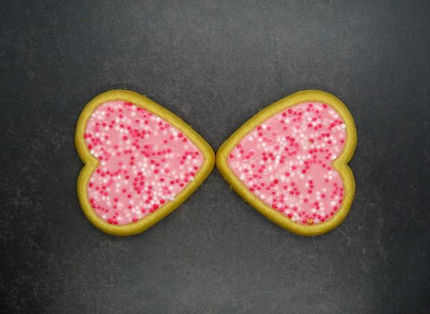 Biscoitos de forma de coração caseiros, conceito de amor