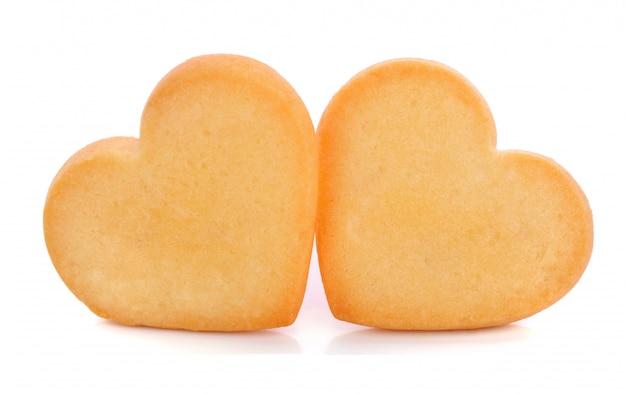 Biscoitos de forma de coração isolados no branco