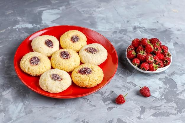 Biscoitos de framboesa caseiros deliciosos.