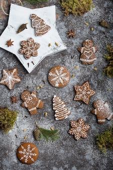 Biscoitos de gengibre caseiros deliciosos de natal