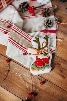 Biscoitos de gengibre colorido de natal