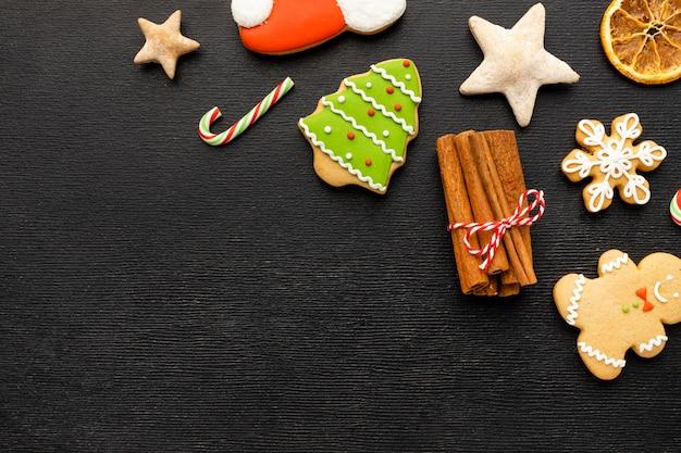Biscoitos de gengibre de natal com espaço de cópia