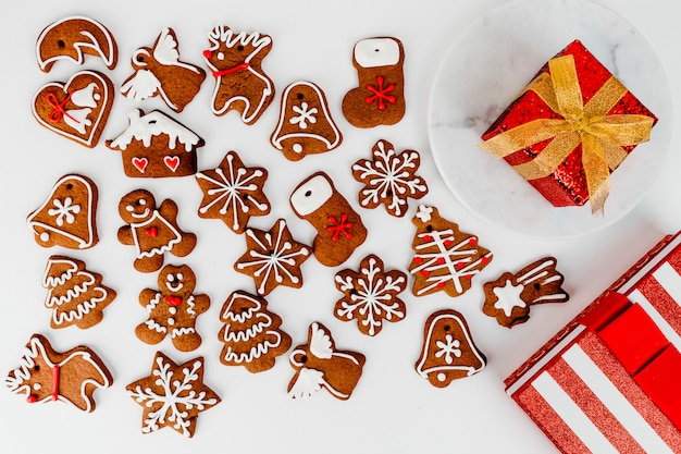 Biscoitos de gengibre de natal e presente