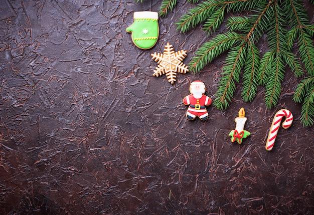 Biscoitos de gengibre de natal. fundo festivo