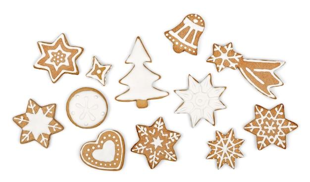 Biscoitos de gengibre em fundo branco. floco de neve, estrela. fundo branco isolado