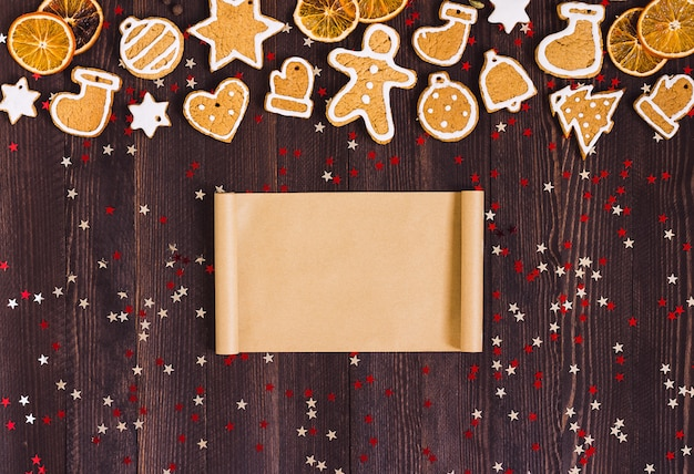 Biscoitos de gengibre natal vazio papel para receita ano novo laranjas canela