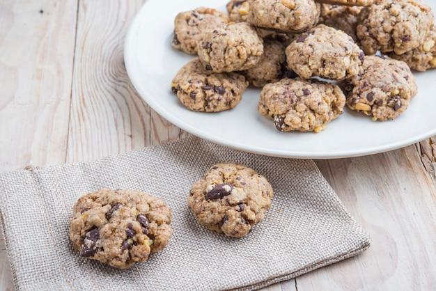 Biscoitos de manteiga de aveia e amendoim com sementes de abóbora e canela