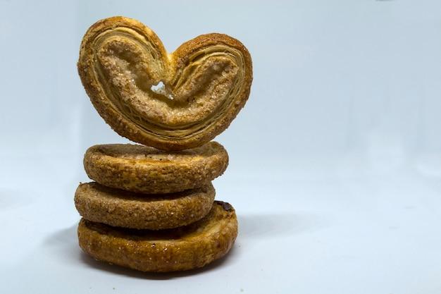 Biscoitos de manteiga em forma de coração doce coração