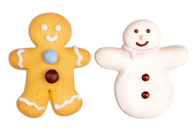 Biscoitos de natal de boneco de gengibre e boneco de neve em branco