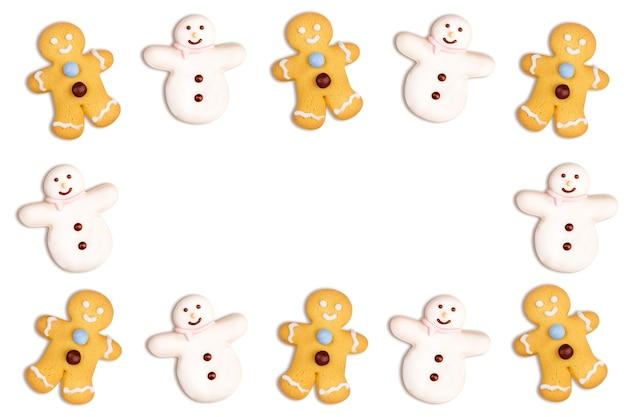 Biscoitos de natal de boneco de neve e boneco de gengibre em branco