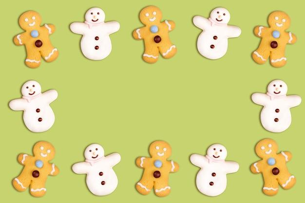 Biscoitos de natal de boneco de neve e boneco de gengibre em verde