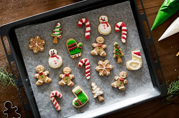 Biscoitos de natal decorados com glacê