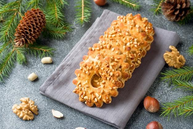 Biscoitos de natal shortbread com nozes.