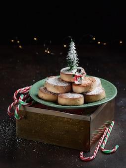 Biscoitos de natal spansih típicos polvorones, mantecados, com amêndoas.