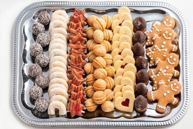 Biscoitos de natal tradicionais tchecos na bandeja