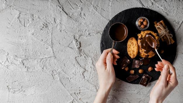 Biscoitos deliciosos com chocolate e nozes