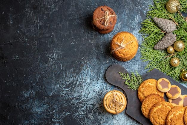 Biscoitos deliciosos de vista de cima com decoração de natal