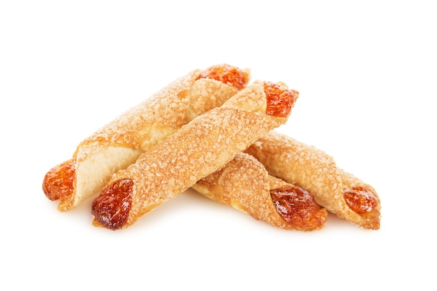 Biscoitos doces com geléia isolada