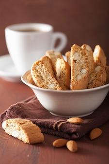 Biscoitos e cantuccini italiano tradicional café