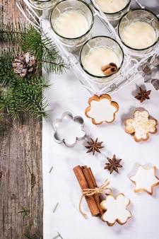 Biscoitos e coquetel de natal