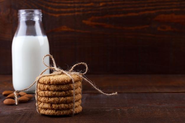 Biscoitos e leite de aveia saudáveis