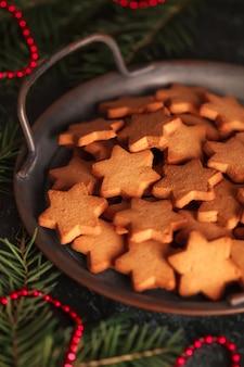 Biscoitos em forma de estrelas para o natal