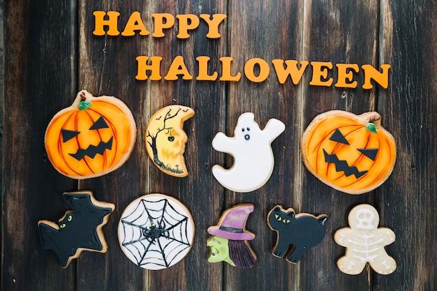Biscoitos fofos do dia das bruxas e assinatura do feliz halloween