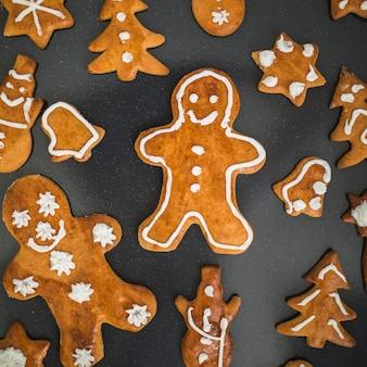 Biscoitos frescos em diferentes formas