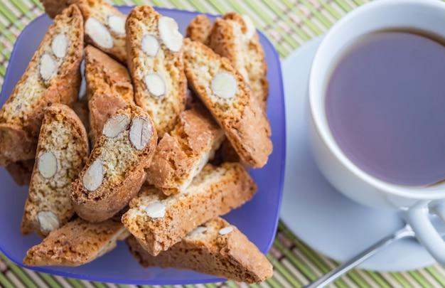 Biscoitos italianos de amêndoa