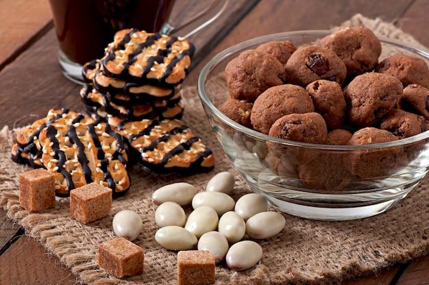 Biscoitos italianos florentino com passas e nozes
